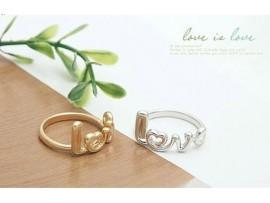 Обручальное кольцо с надписью Love