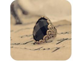 Перстень с большим черным камнем в стиле ретро