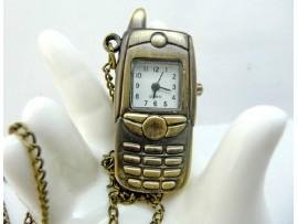 Часы на цепочке в форме смартфона