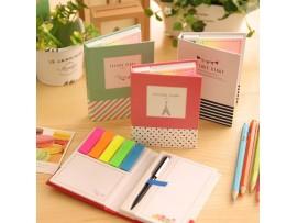 Маленький блокнот со стикерами и ручкой