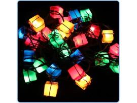 Разноцветные гирлянды в форме подарочных коробочек